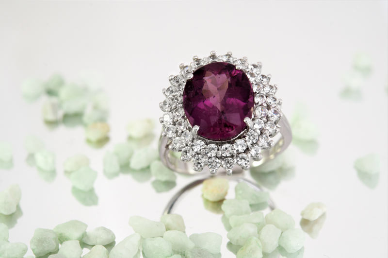 anello in argento con rodolite
