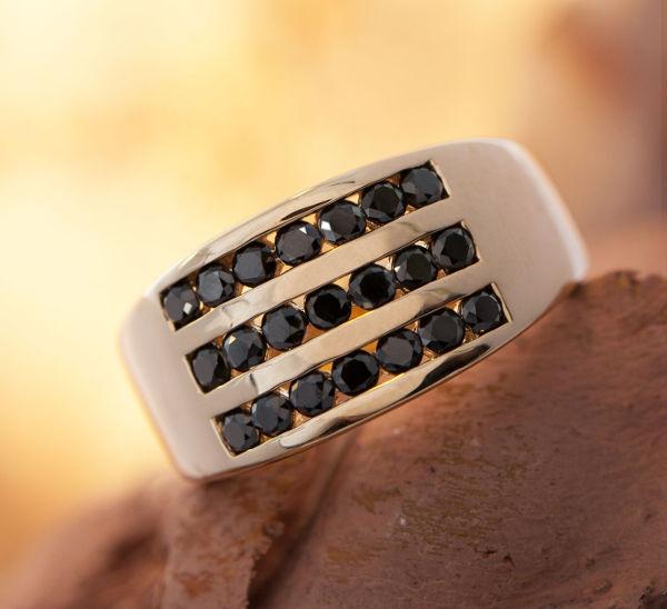 anello da uomo in oro con spinelli juwelo