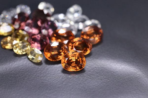 mix di pietre preziose da tutto il mondo